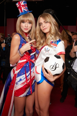Taylor Swift and Cara Delevigne backstage before the Victoria's Secret 2013 Fashion Show in New York on November 13, 2013