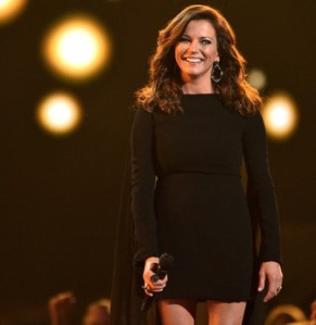 martina_mcbride_acm_awards_2015_ELzZOQIQ.sized